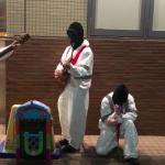 東京の路上に現れた謎の覆面ギタリストの正体とは…!
